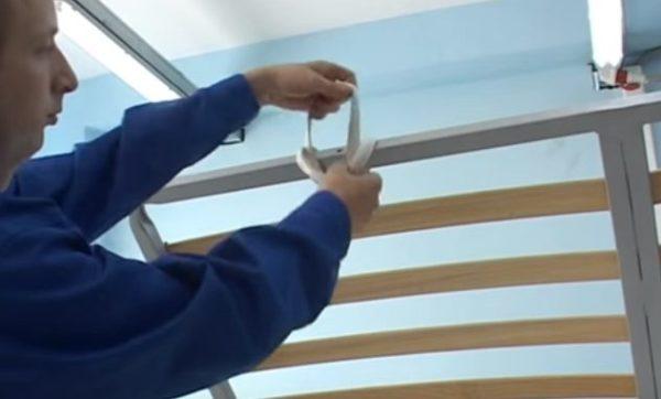 Ручки-петли позволят легко поднимать и опускать раму