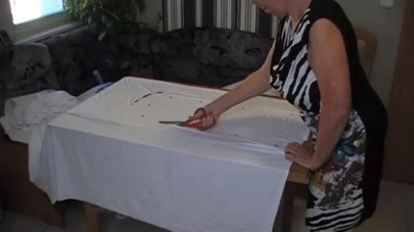Процесс вырезания заготовок из ткани
