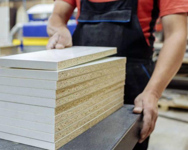 Распиливаем листы МДФ по нужным размерам