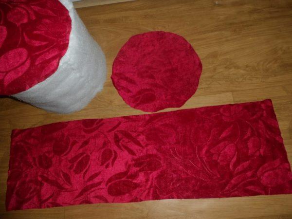 Берите ткань с небольшим запасом, чтобы можно было сделать подвороты