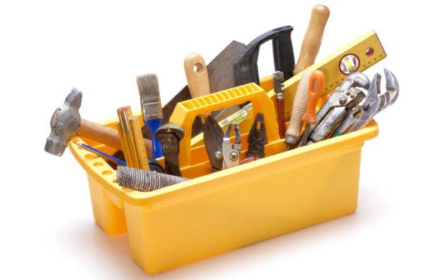 Большинство инструментов для сборки стула найдутся у любого хозяина