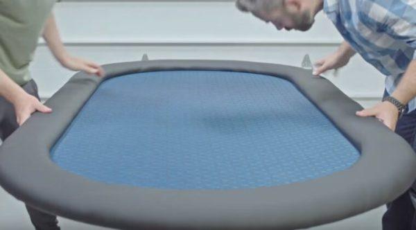 Бортик крепится к игровой поверхности