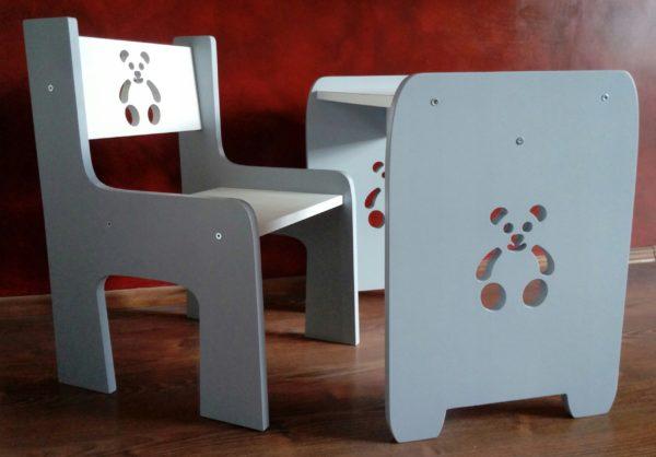 Детский стульчик и стол с медвежатами