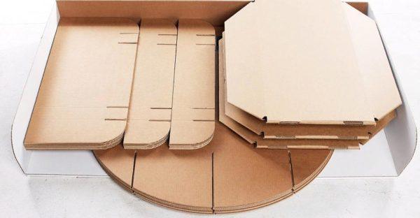 Для этого шага можно использовать разрезанные картонные коробки