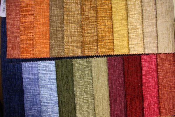 Для обшивки пуфика лучше использовать мебельную ткань