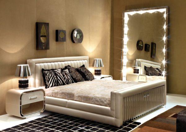 Для спален подходят как полноразмерные, так и небольшие варианты зеркал