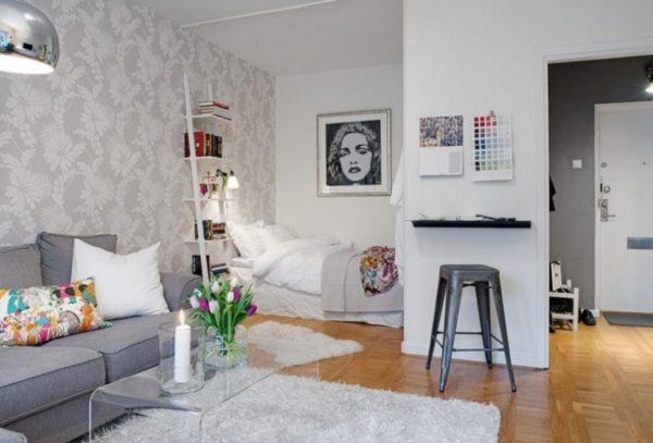 Ещё в ряде случаев можно наблюдать замену одних комнат другими. Например, из большой спальни делают совмещённую с гостиной кухню