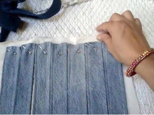 Фиксируем полоски на подложке - важно проверить, что они располагаются ровно
