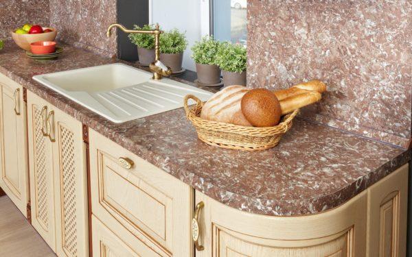 Столешница - тот элемент кухонного гарнитура, которому требуется уделить особенное внимание