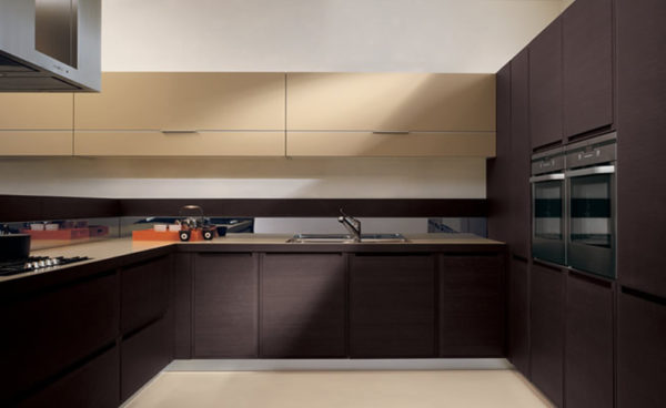 Коричневый цвет в кухне