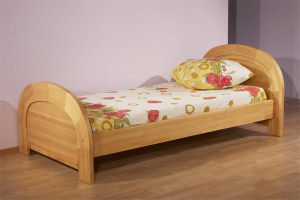 Кровать, изготовленная из массива бука