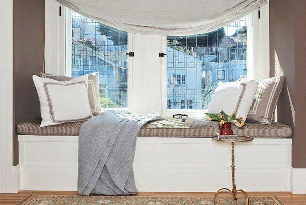 Кровать на подоконнике