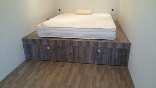 Кровать-подиум в ширину всей комнаты
