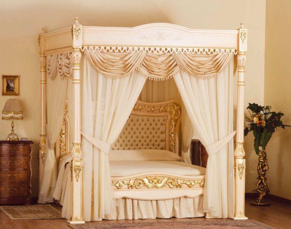 Кровать в виде произведения ювелирного искусства