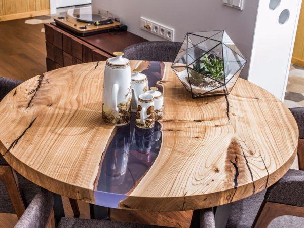 Круглый обеденный стол из карагача