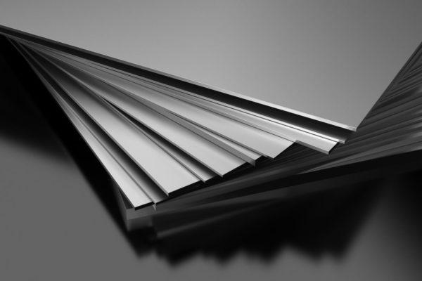 Металл редко используется для изготовления полок