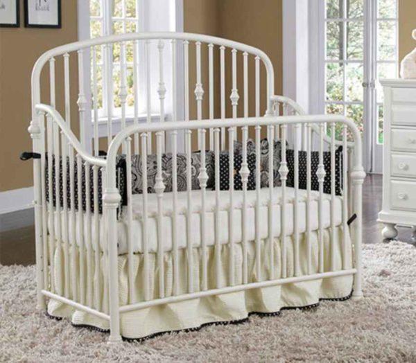 Металлическая детская кроватка