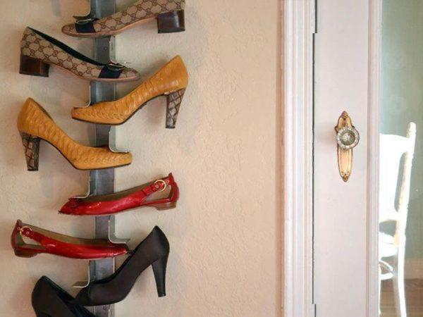 Необычный вариант полки для обуви