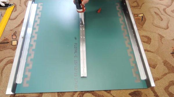 Обработка клеем швейлеров