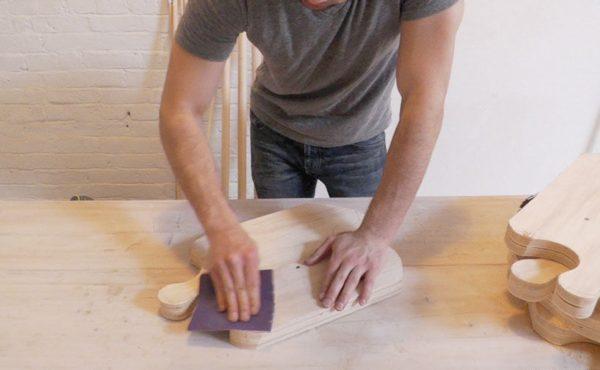 Обработка пазлов наждачной бумагой