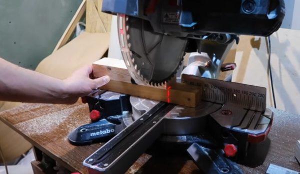 Обрезка брусков для ножек