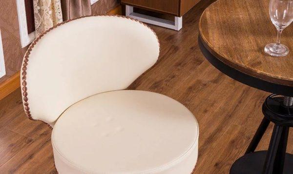 Обшить стул можно любым прочным материалом