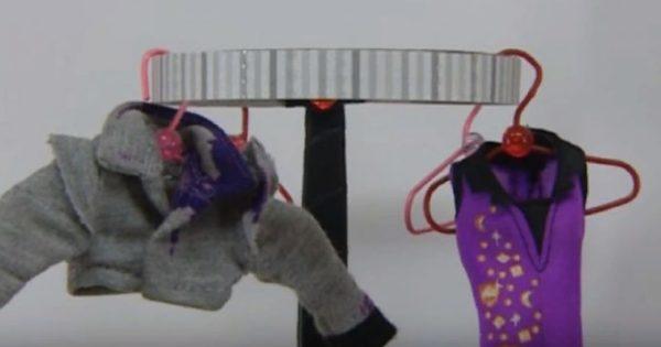 Одежда для кукол на вешалке