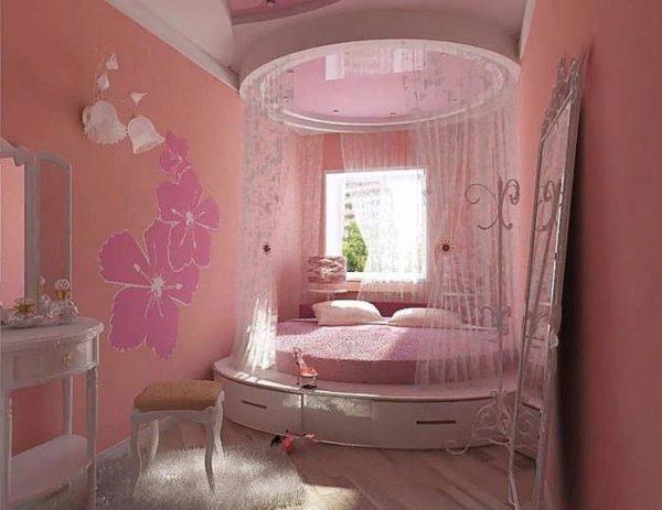 Округлая кровать-подиум