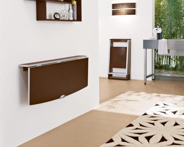 Откидной стол на стене