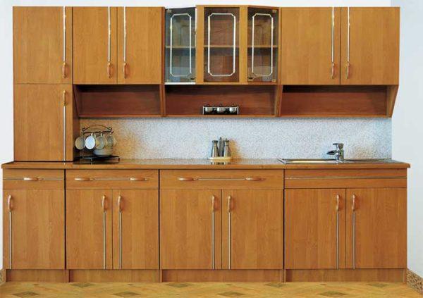Бюджетный вариант модульной кухни. В этой серии представлены верхние навесные шкафы и нижние тумбы, а также узкий шкаф-пенал