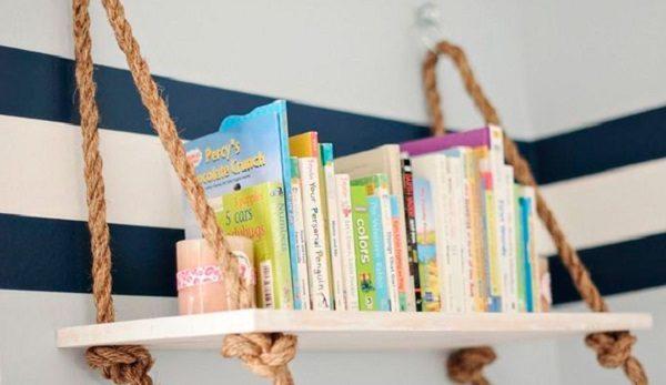 Подвесную полку можно использовать для хранения книг