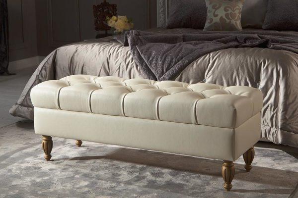 Прикроватный пуфик для спальни