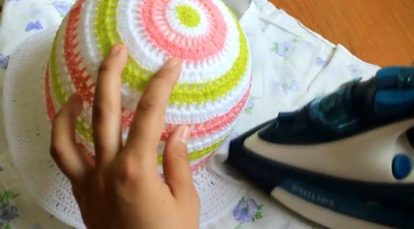 Проглаживание полей изделия осуществляется через защитный слой из пеленки иди другой натуральной ткани