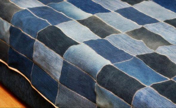 Сделать джинсовое одеяло из кусочков ткани совсем не трудно