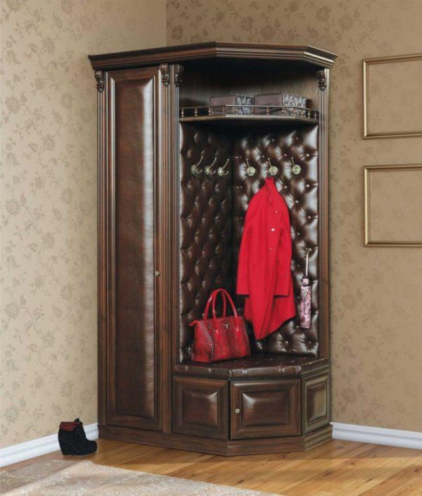 Шкаф должен быть небольшим, но вместительным