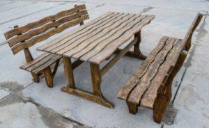 Скамейка из необрезнойдоски