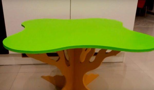Собранный столик для детской