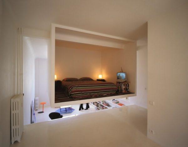 Согласитесь, довольно необычно смотрится спальня в подвешенном состоянии, зато тут вам определенно никто не помешает