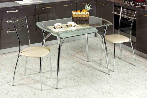 Стеклянный стол добавляет пространству воздуха