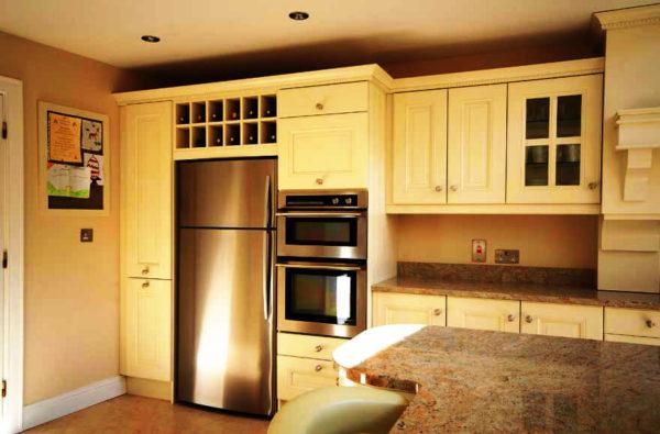 В просторных помещениях часто используют шкафы-колонны