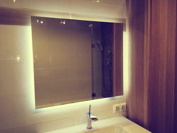 В ванной комнате любые провода и прочие детали, способные вызвать замыкание, должны быть надежно спрятаны