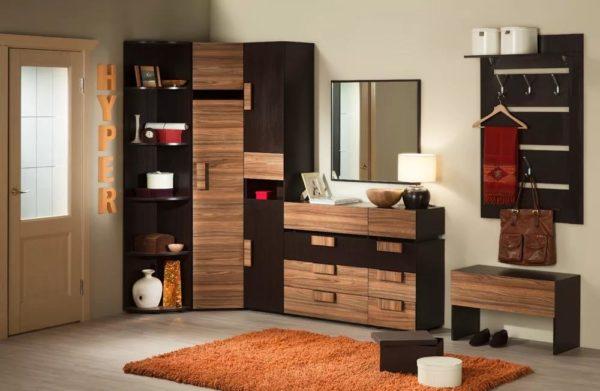 Вариант сочетания предметов мебели в прихожую