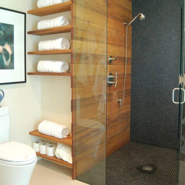 Встроенные полки в ванной смотрятся стильно, практично