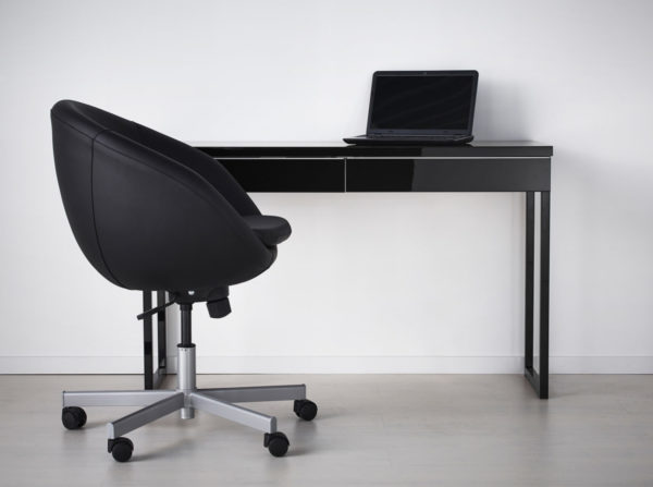Черный офисный стол