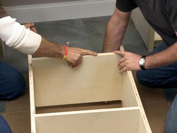 При отсутствии опыта начинать лучше с изготовления небольших тумбочек или шкафчиков