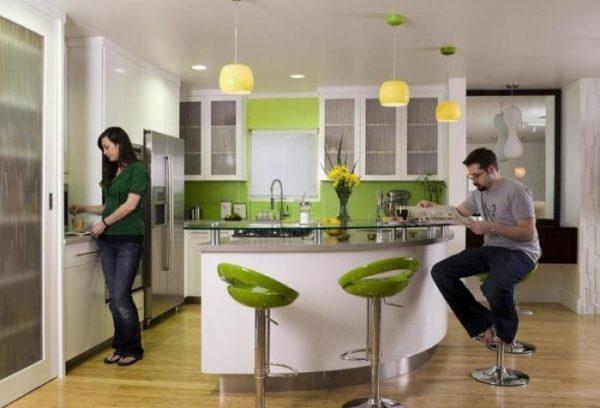 При выборе проекта барной стойки нужно учитывать количество проживающих в доме и гостей