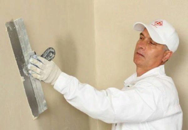 Отделка стен – это довольно кропотливая работа, требующая внимательности
