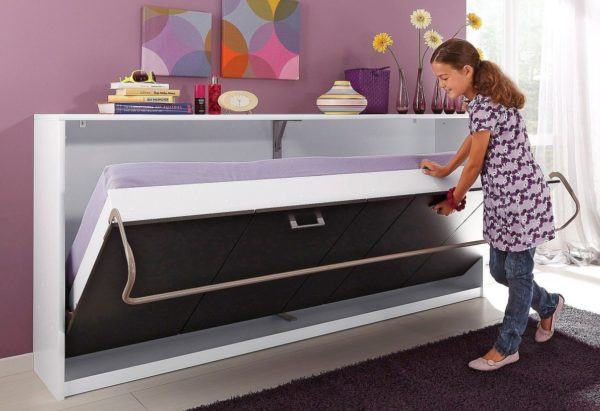 Компактная детская кровать-шкаф, встроенная в небольшую стойку