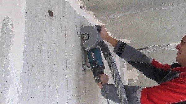 Работы могут проводиться на голых стенах, которые еще не окрашены и даже не выровнены