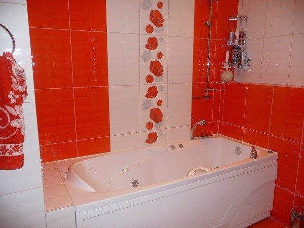 Яркая ванная комната всегда будет напоминать о лете